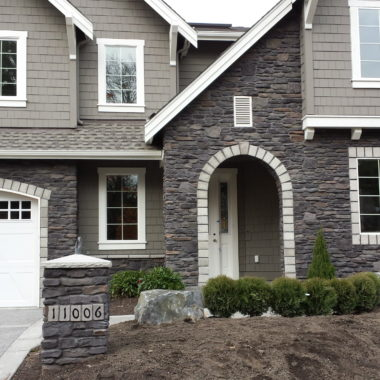 Cultured Stone Black Isle Del Mare Gray Trim Charcoal grout coloring